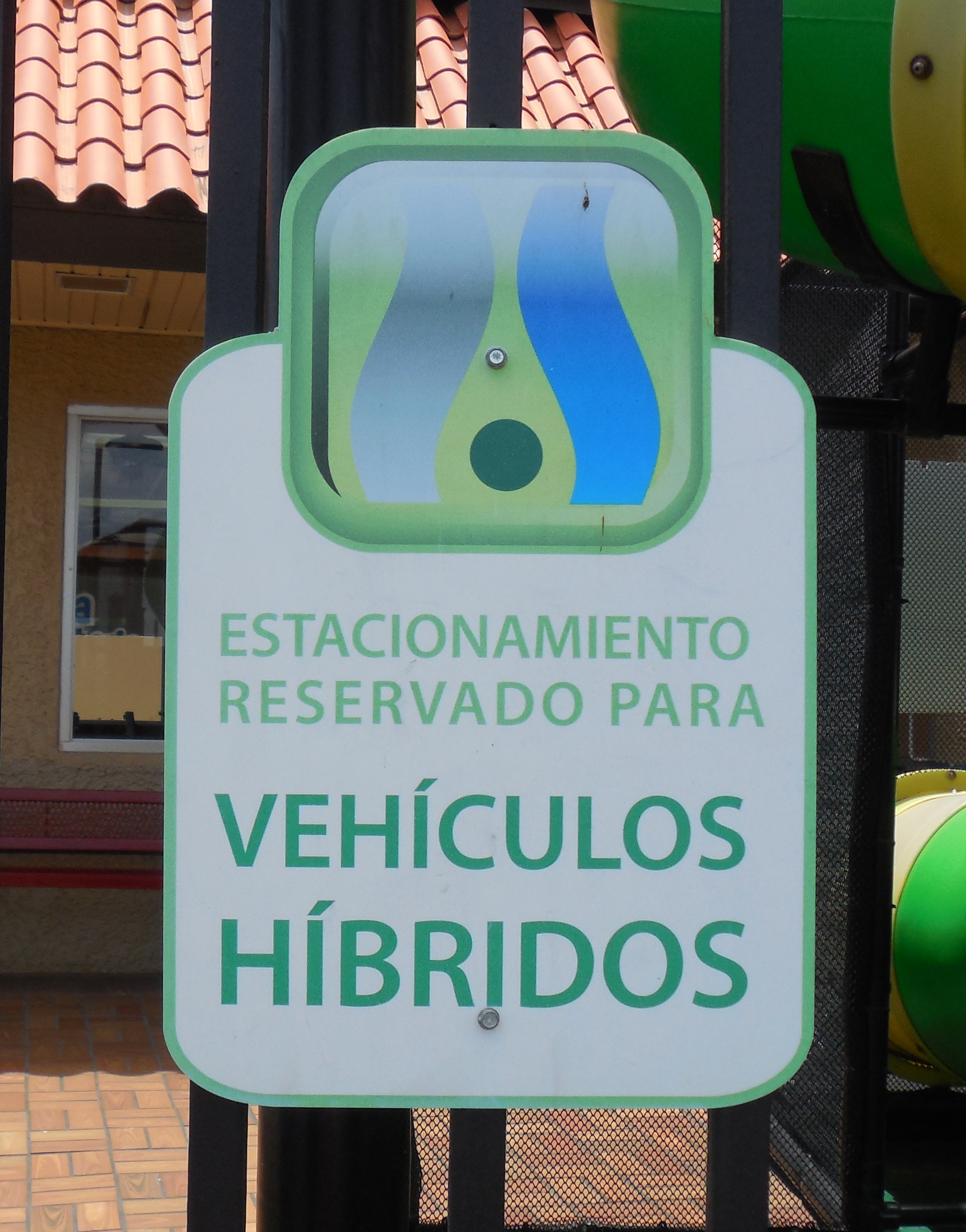 Puerto Rico has Hybrid Parking Signs